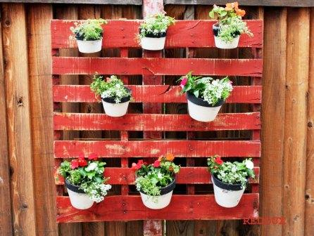 Pots-on-Wooden-Pallet
