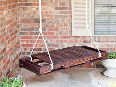 Swing-made-with-wooden-pallets