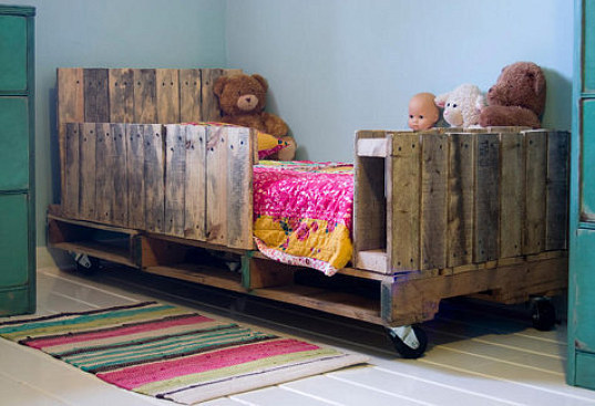 kids-pallet-daybed-3